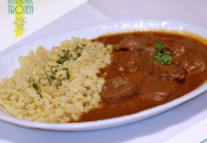11_berggasthaus_trojen_restaurant_defereggen_tirol_urlaub