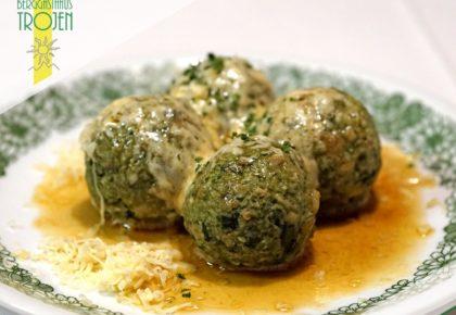 13_berggasthaus_trojen_restaurant_defereggen_tirol_urlaub