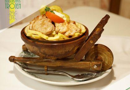 14_berggasthaus_trojen_restaurant_defereggen_tirol_urlaub
